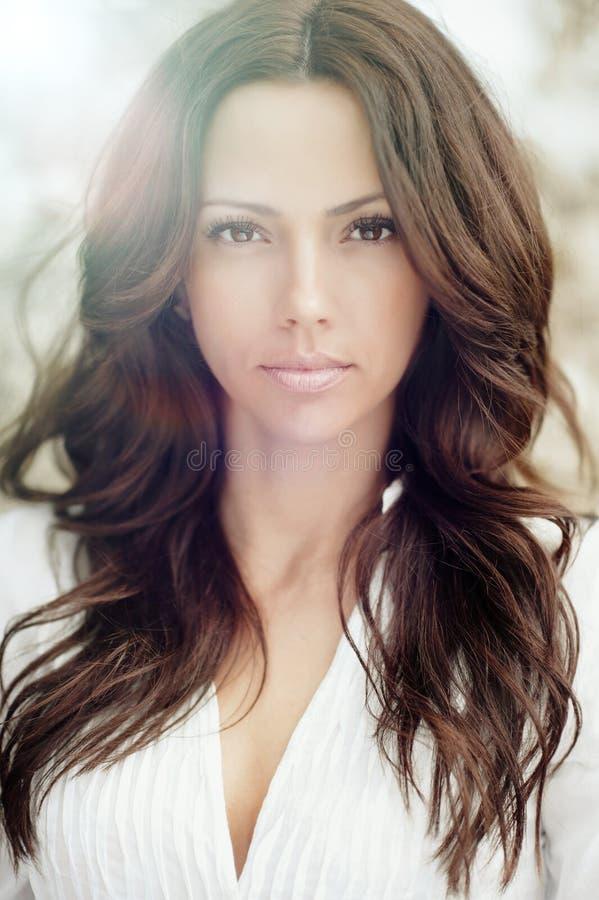 Mooi vrouwengezicht - perfecte huid stock foto