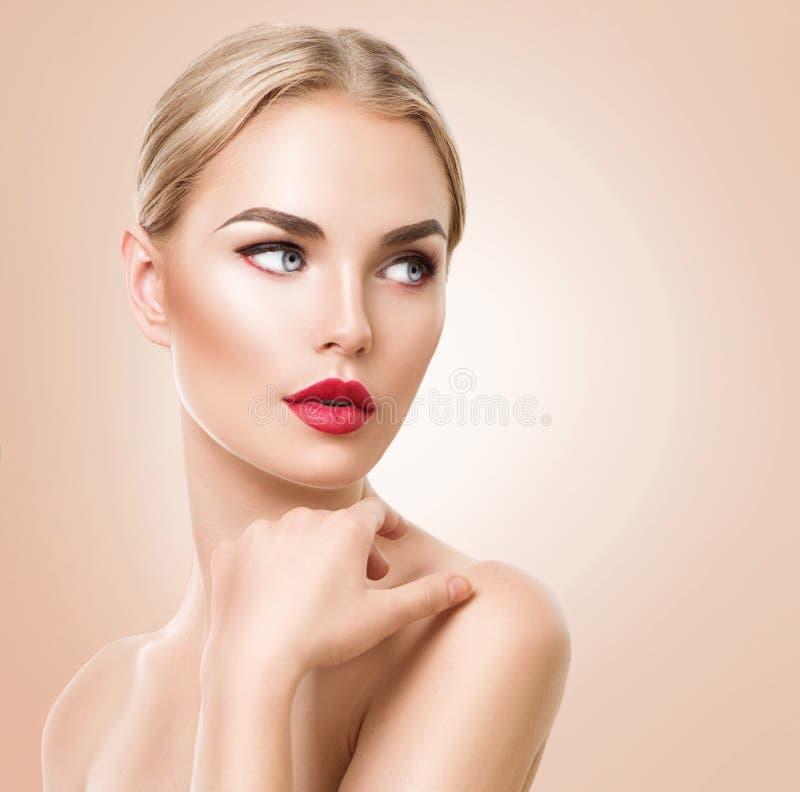 Mooi vrouwenportret Beauty Spa vrouw met perfecte verse huid royalty-vrije stock afbeelding
