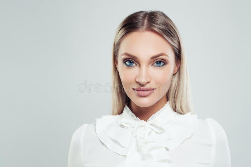 Mooi vrouwenportret Slimme Onderneemster stock afbeelding
