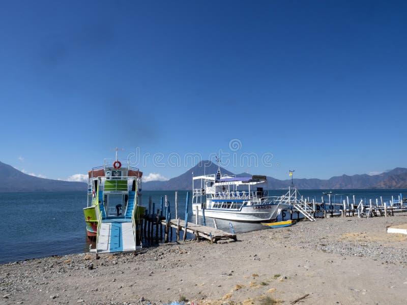 Mooi vulkanisch meer Atitlà ¡ n, Antigua, Guataemala royalty-vrije stock foto