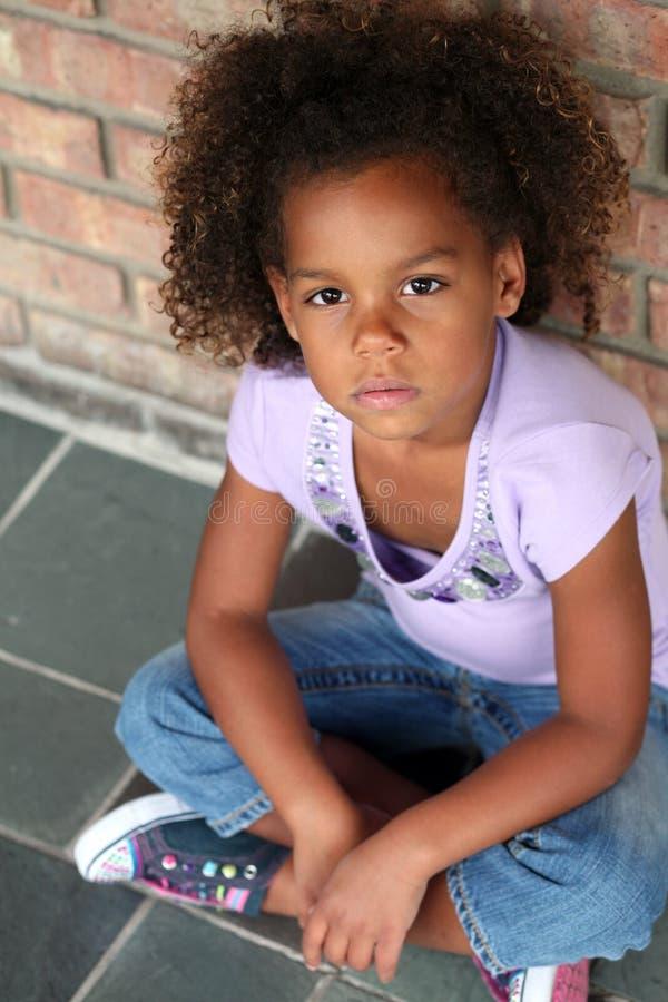 Mooi weinig Afrikaans-Amerikaans meisje royalty-vrije stock fotografie