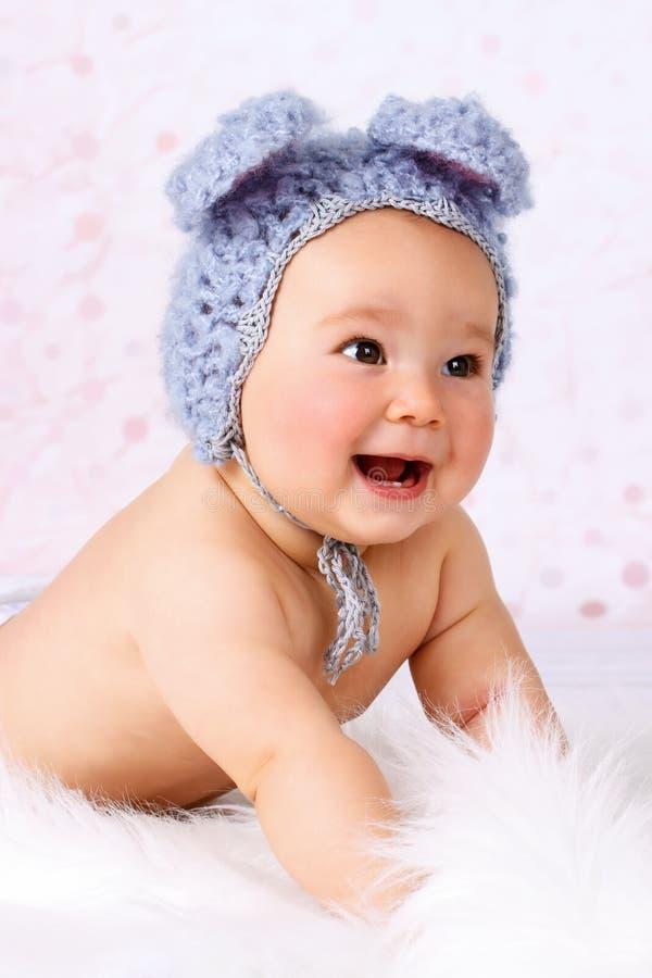 Mooi weinig baby het lachen stock afbeeldingen
