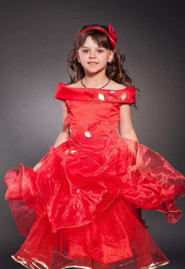 Mooi weinig prinses het dansen stock foto