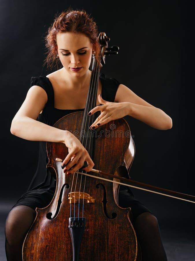 Mooi wijfje dat de cello speelt stock afbeelding