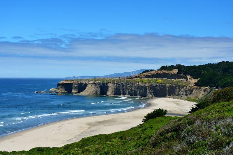Mooi zeegezicht langs de Vreedzame Kust, Californië stock foto's