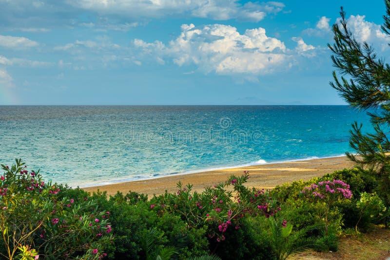 Mooi zeegezicht over Ionisch overzees recht na regen royalty-vrije stock foto