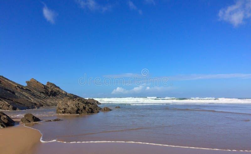 Mooi zeegezicht, rotsen dichtbij het overzees royalty-vrije stock foto's