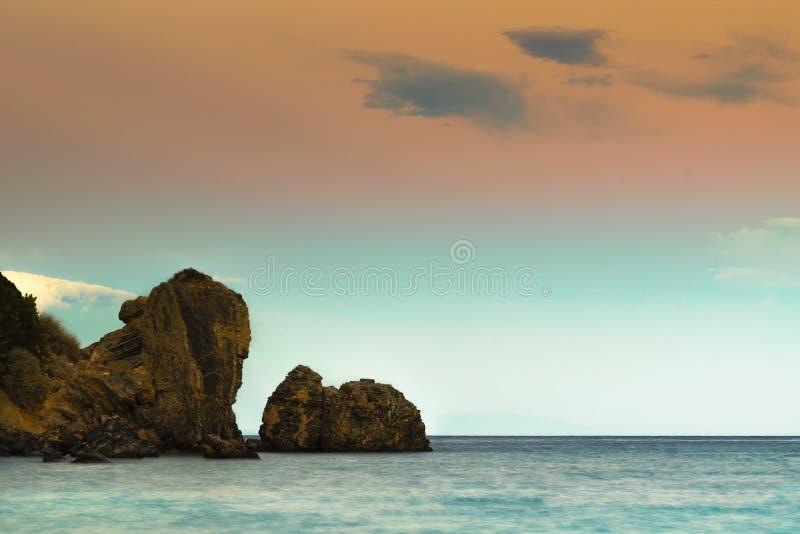 Mooi zeegezicht van Erotospilia-strand in Porto Rafti in Griekenland stock fotografie