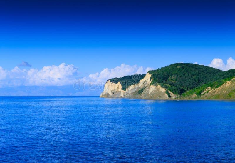 Mooi zomer panoramisch zeegezicht Mening van het kristal cle royalty-vrije stock fotografie