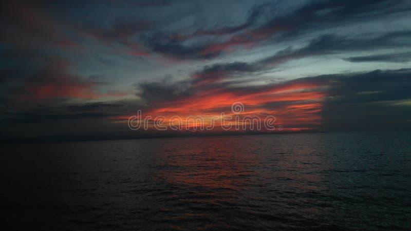 Mooi zonsondergangbeeld stock afbeelding
