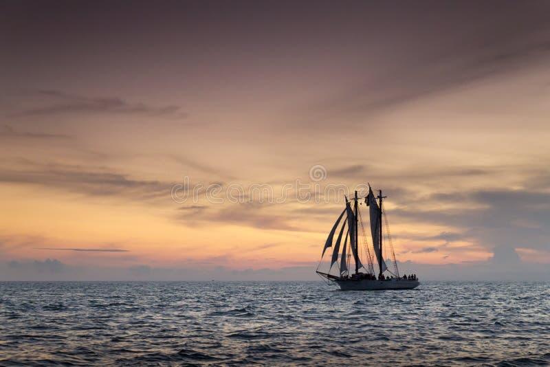 Mooi Zonsondergangzeil in Key West Florida royalty-vrije stock foto's