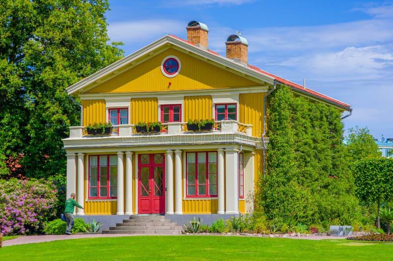 Mooi Zweeds huis in Tradgardsforeningen stock foto