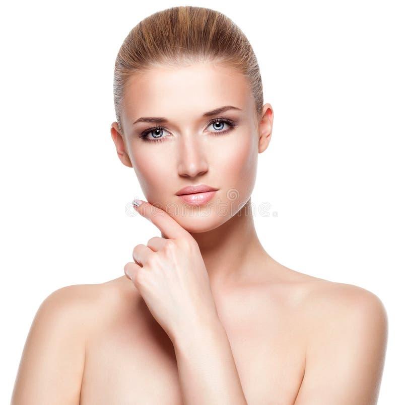 Mooie aantrekkelijke jonge blonde vrouw stock afbeelding