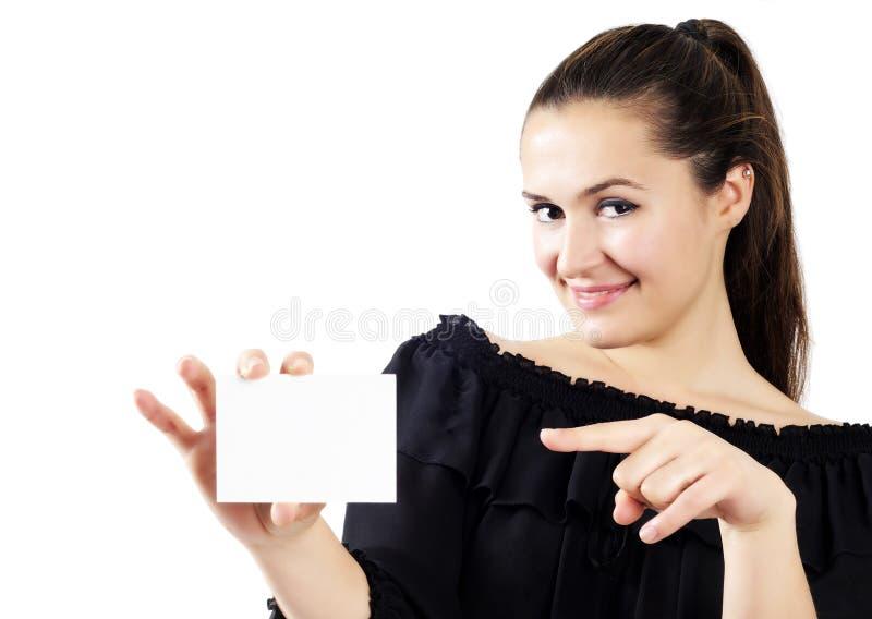 Mooie aantrekkelijke vrouwen die een adreskaartje houden royalty-vrije stock afbeeldingen