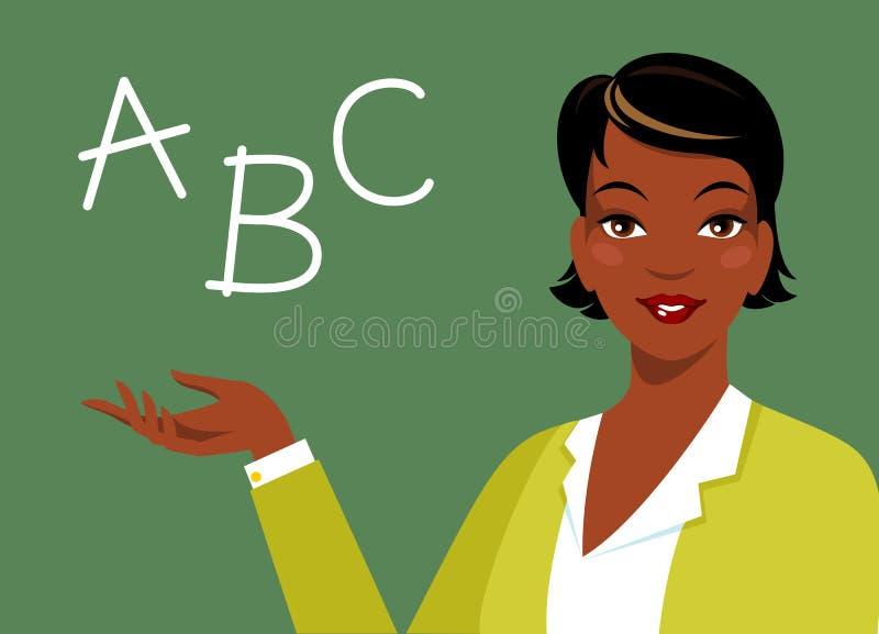 Mooie Afrikaanse Amerikaanse etnische vrouwenleraar dichtbij bord royalty-vrije illustratie