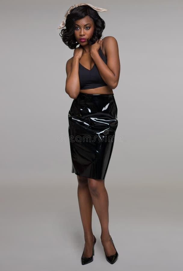 Mooie Afrikaanse Amerikaanse jonge vrouw stock fotografie