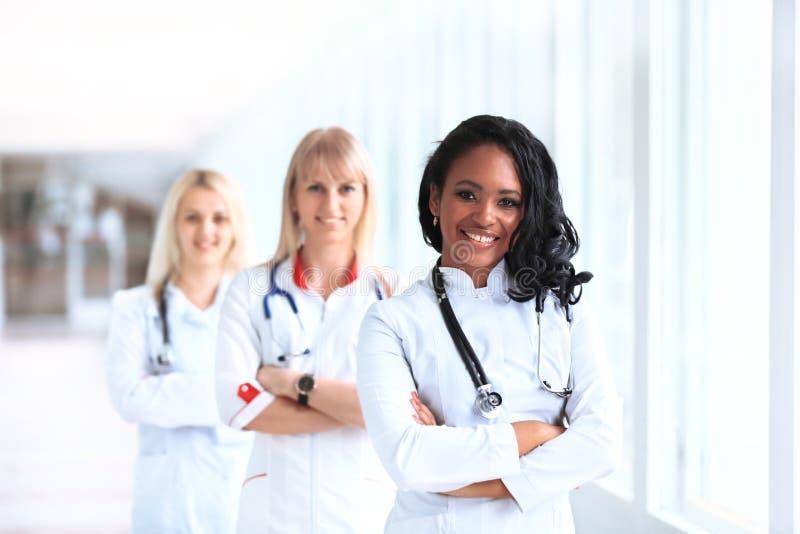 Mooie Afrikaanse Amerikaanse vrouwelijke pediatrisch stock foto's