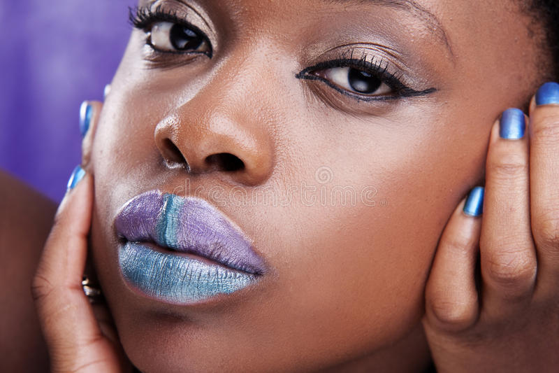 Mooie Afrikaanse vrouw royalty-vrije stock afbeelding
