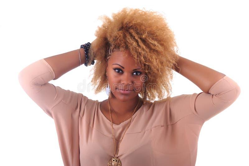 Mooie Afrikaanse vrouw met lang haircurly stock fotografie