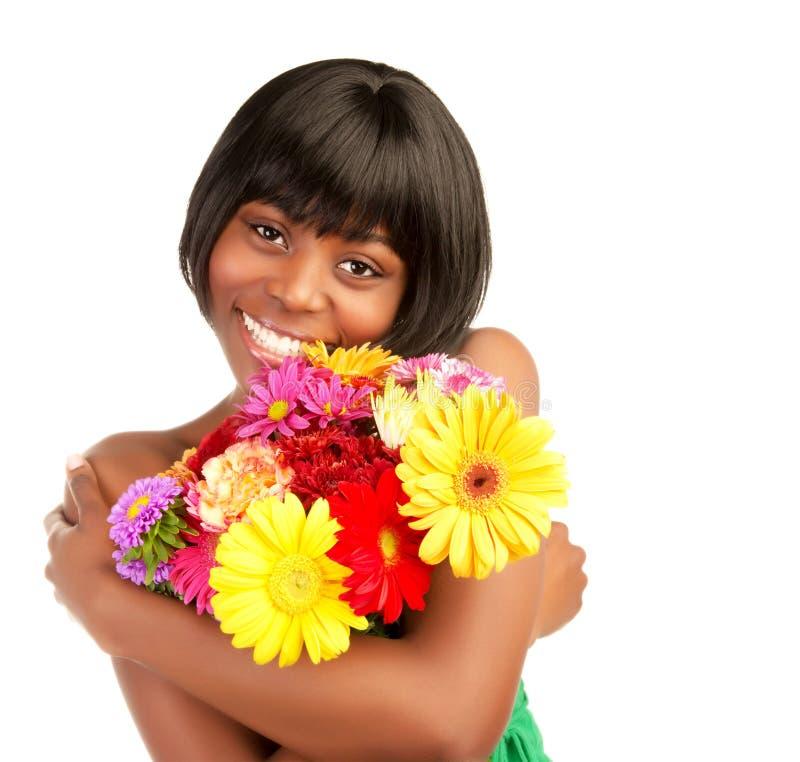 Afrikaanse vrouw met bloemen stock foto's