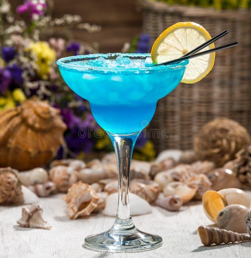 Mooie alcoholische cocktail in een glas stock afbeeldingen
