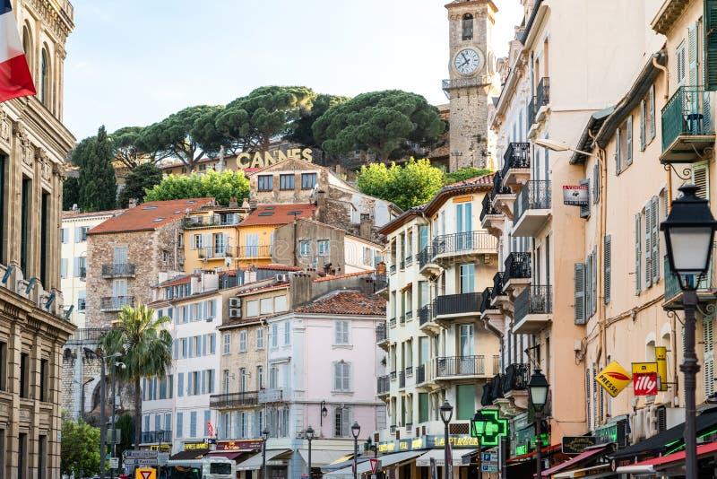 Mooie architectuur van historische huizen in de stad Cannes stock fotografie