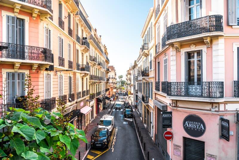 Mooie architectuur van historische huizen in de stad Cannes stock afbeeldingen