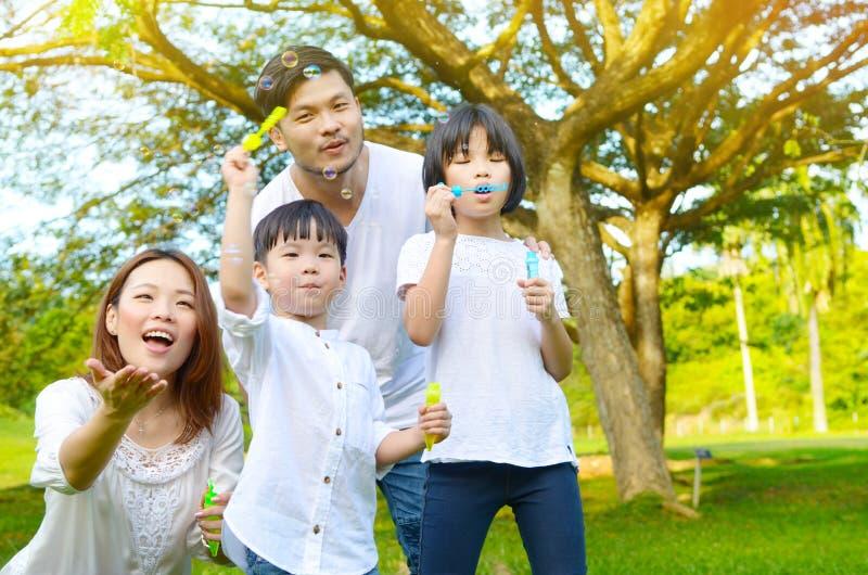 Mooie Aziatische familie royalty-vrije stock foto