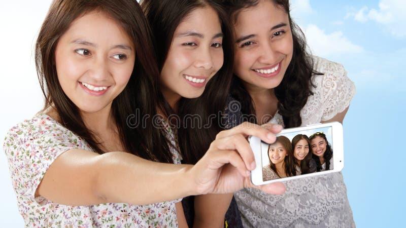 Mooie Aziatische meisjesvakantie selfie stock afbeeldingen