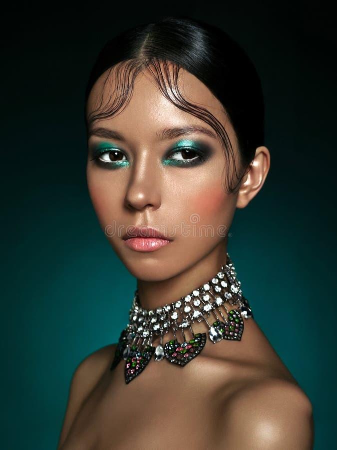 Mooie Aziatische vrouw stock afbeeldingen