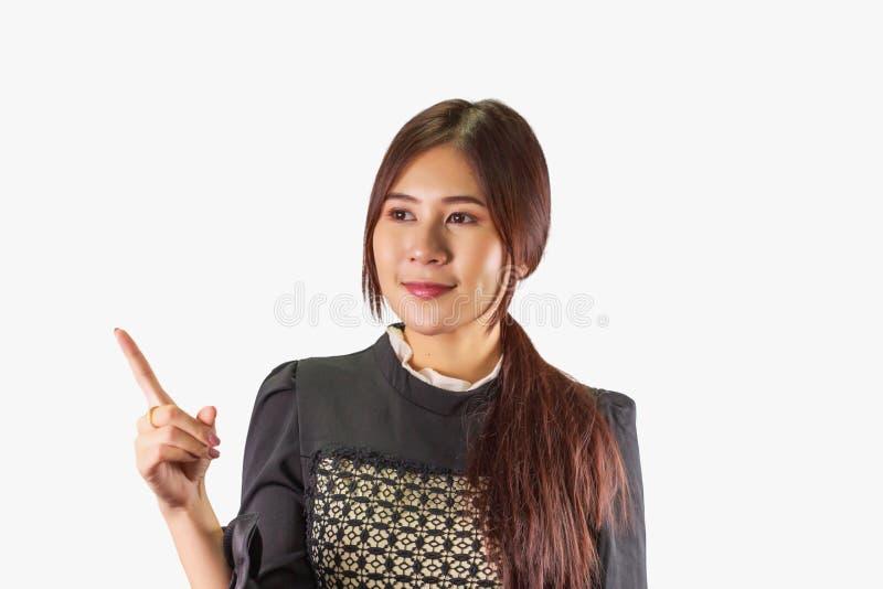 Mooie Aziatische vrouw met zekere glimlach, die iets voorstellen stock afbeeldingen