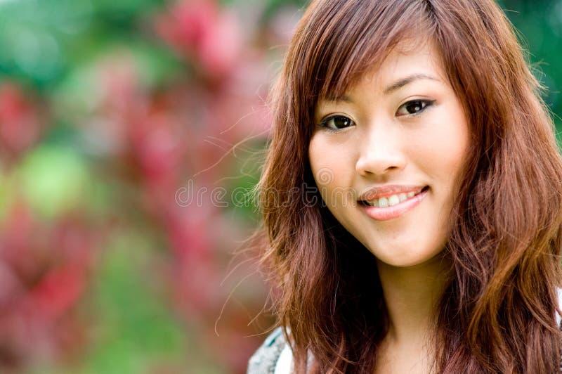 Mooie Aziatische vrouwen buiten stock fotografie