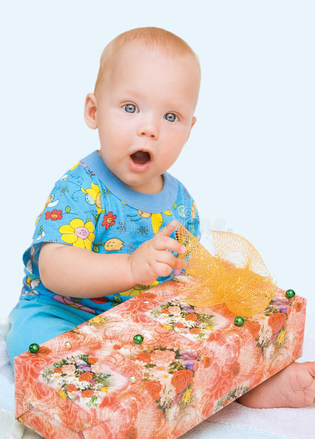 Mooie baby en doos-gift royalty-vrije stock foto