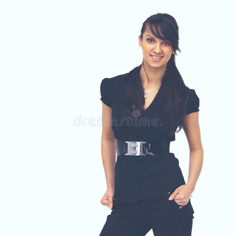 Mooie bedrijfsvrouw die zich op een witte achtergrond bevinden en in strikte kleding glimlachen stock fotografie
