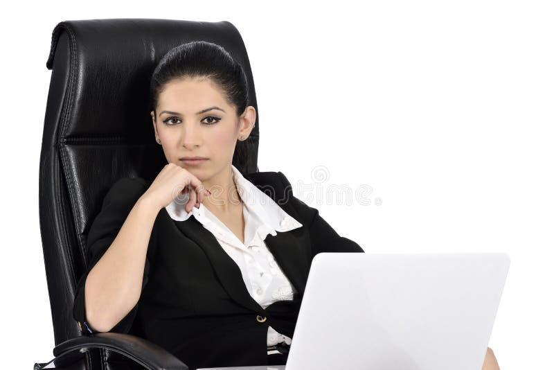 Mooie Bedrijfsvrouw op Laptop royalty-vrije stock fotografie