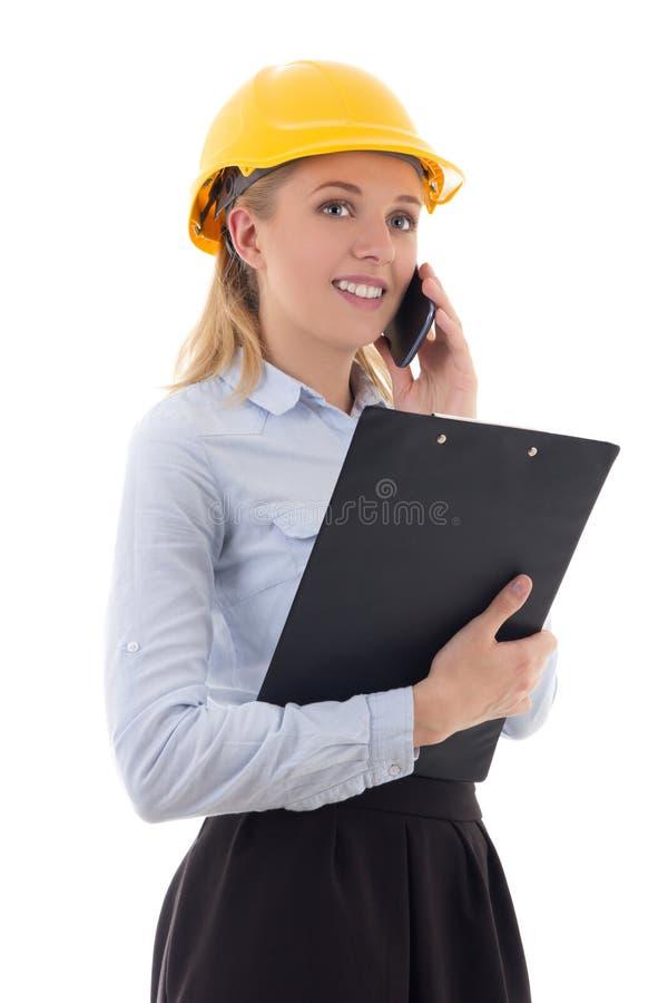 Mooie bedrijfsvrouwenarchitect in bouwershelm die door pho spreken stock foto