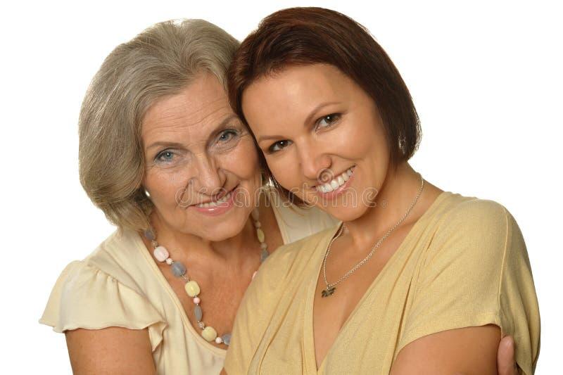 Mooie bejaarde moeder met een volwassen dochter stock afbeelding