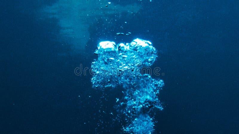 Mooie bellen in het warme water van de Oceaan royalty-vrije stock foto's
