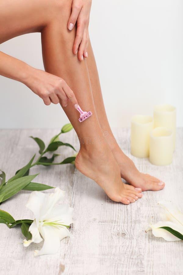 Mooie benen shaving stock afbeeldingen