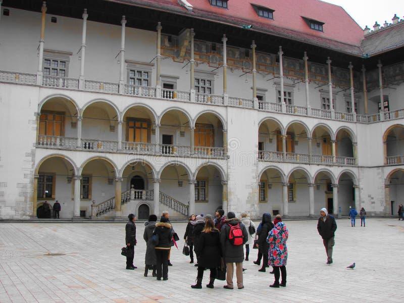 Mooie binnenplaats van het kasteel in de oude stad van Krakau stock foto's