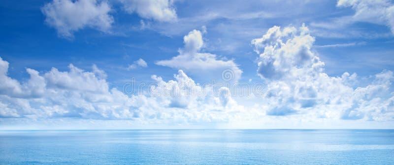 Mooie blauwe hemel royalty-vrije stock fotografie