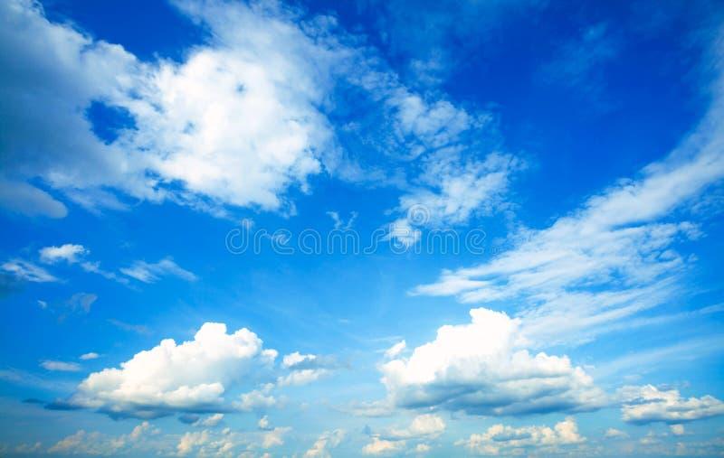 Mooie blauwe hemel royalty-vrije stock afbeelding