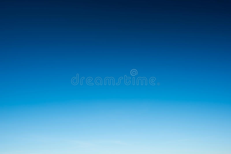 Mooie blauwe hemel en duidelijk royalty-vrije stock afbeelding