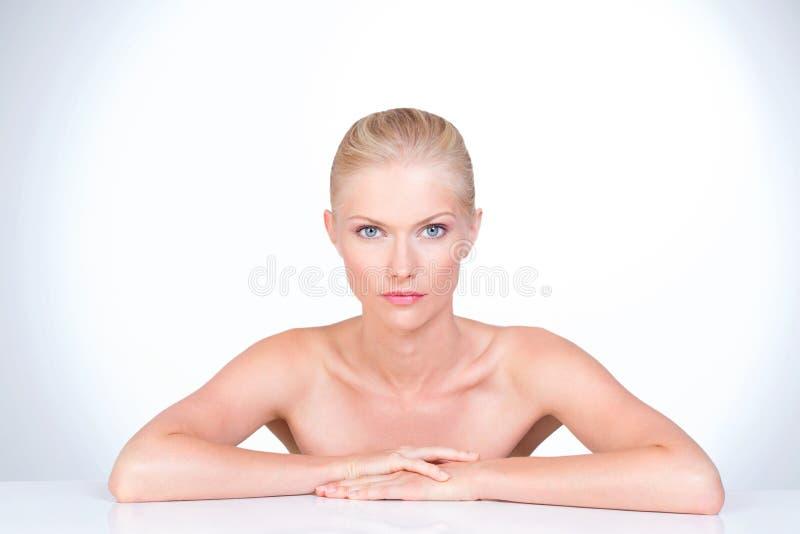 Mooie blauwe oogvrouw royalty-vrije stock afbeeldingen
