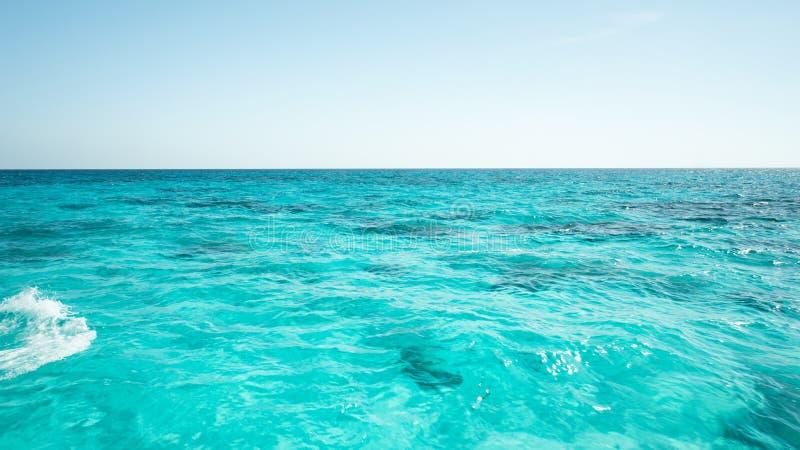Mooie blauwe zeewateroppervlakte, de Gevestigde Phuket Provincie van Andaman ` s overzees royalty-vrije stock foto