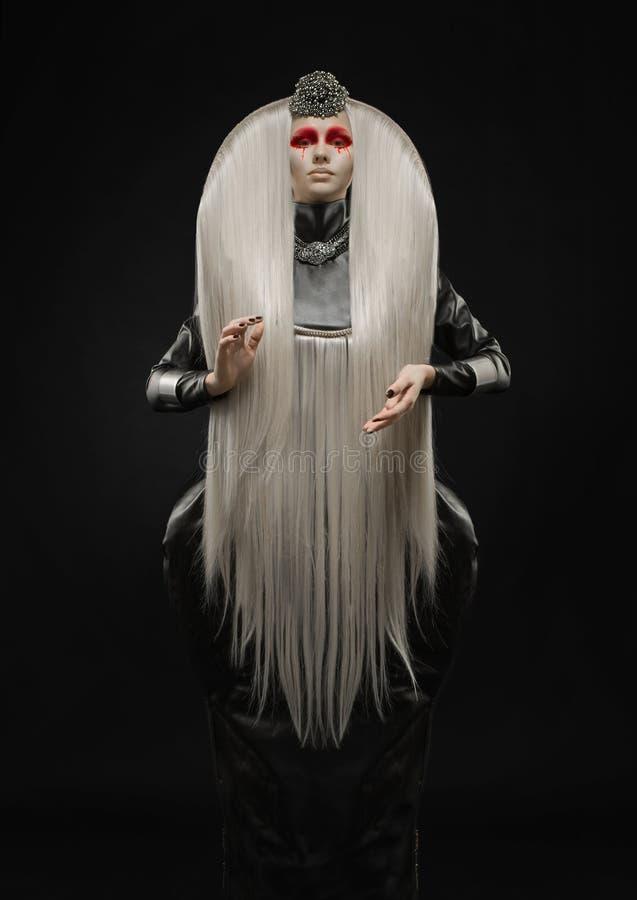 Mooie bleke vrouw met wit haar stock foto's