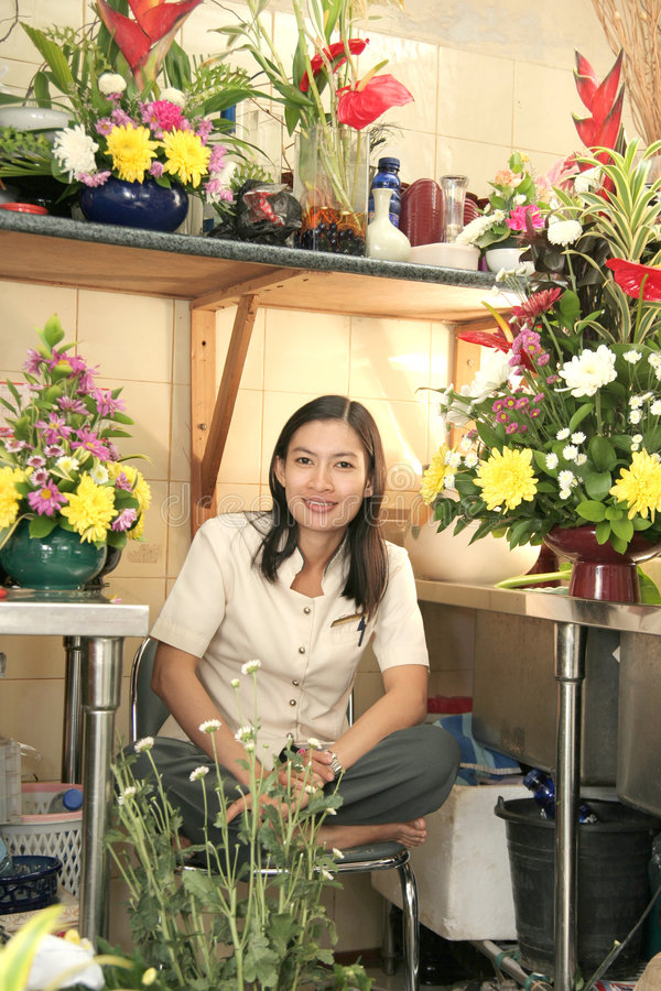 Mooie bloemist op het werk royalty-vrije stock foto's