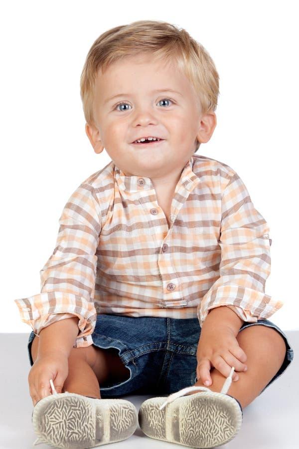 Mooie blonde baby met blauwe ogen stock foto