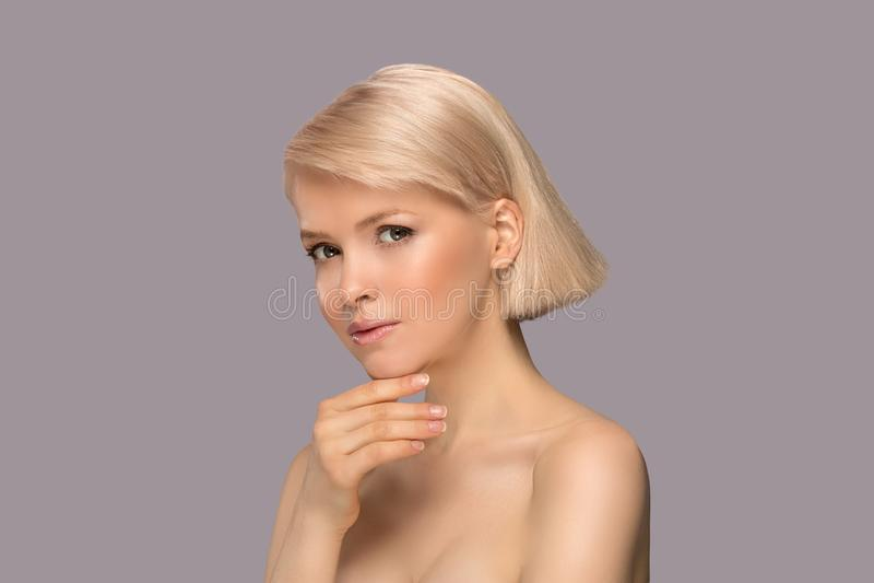 Mooie blonde haarvrouw stock afbeelding