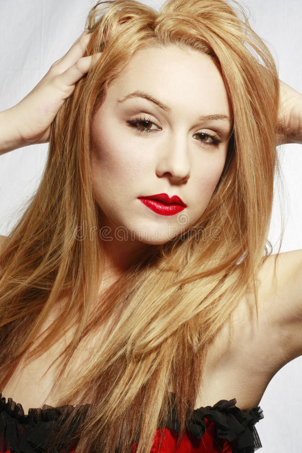Mooie Blonde In Rode Lingerie Stock Foto's